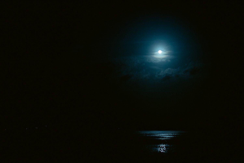 la notte a villa orlando, uno dei laghi più belli della toscana.