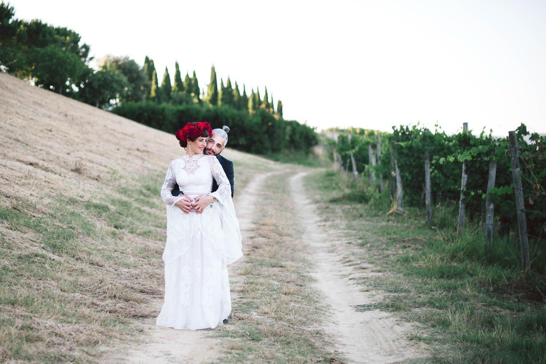 ritratto degli sposi nelle vigne